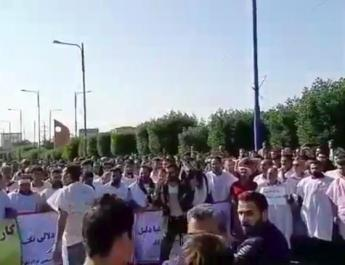 ifmat - ifmat - Iran workers dress in burial clothes protest, chant against the regime