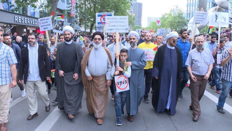 ifmat - Cleric Hamidreza Torabi, the head of Hamburg seminary leading Al-Quds Day