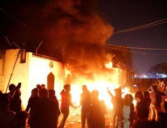 ifmat - Iraq protesters torch Iran consulate in Najaf