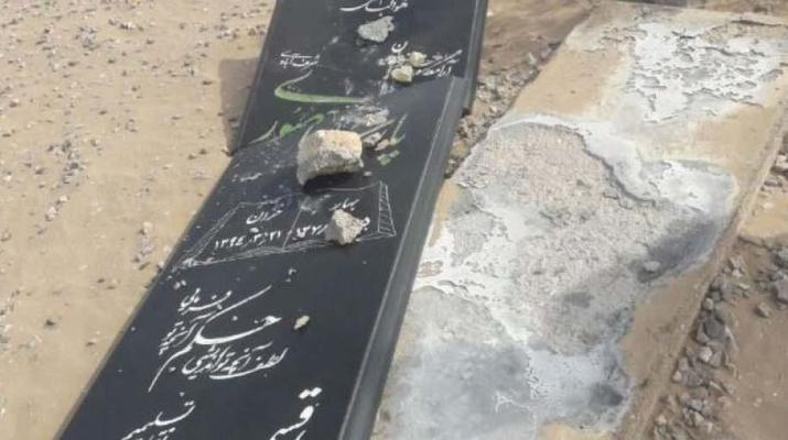 ifmat - Destruction of Bahai tombs in Yazd