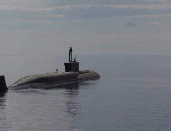 ifmat - Video - Iran transports submarine to naval port