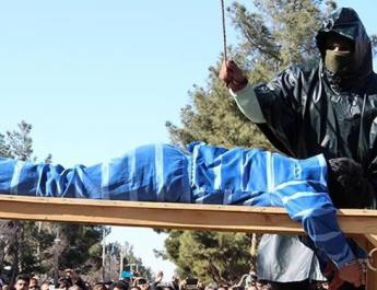 ifmat - Young men flogged in public in Northeastern Iran for theft