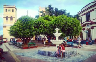 La piazza di Baracoa che sembra una bomboniera