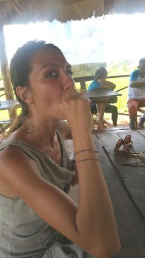Il primo sigaro della mia vita nella valle di Viñales, in un viaggio da sola