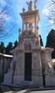 Tra i monumenti del Cimitero Dos Prazeres di Lisbona