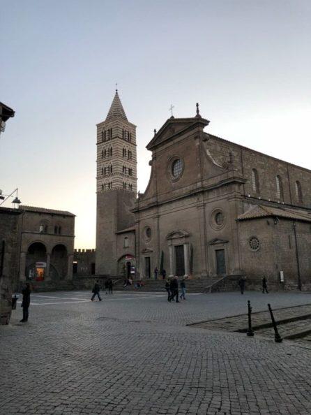 Viterbo una giornata con La cattedrale di san lorenzo