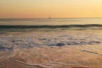 Nei pressi di Lisbona la spiaggia di Carcavelos