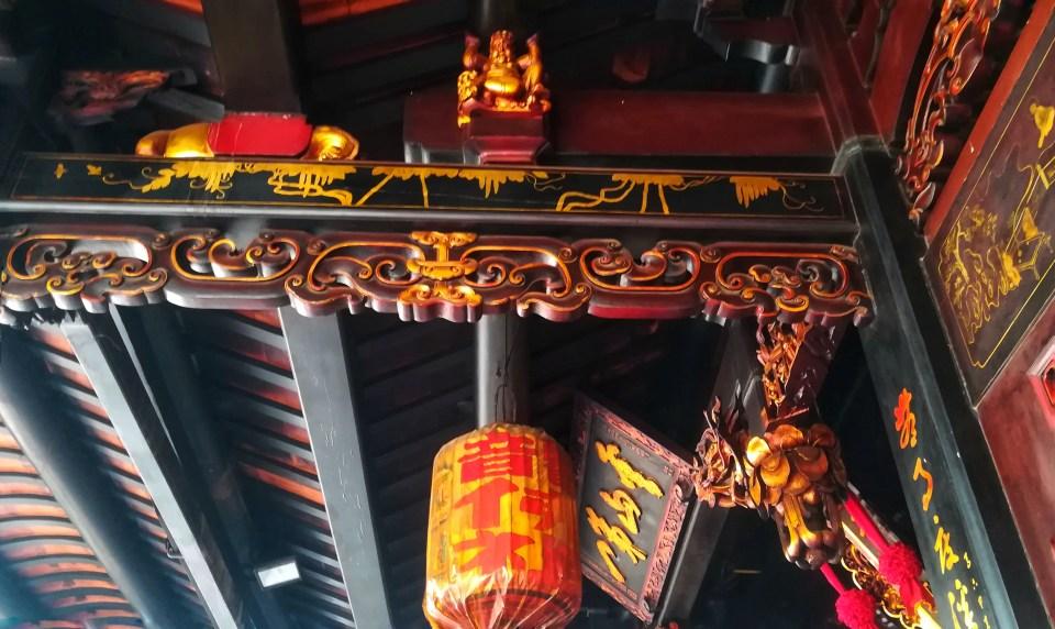Interno del tempio Cinese per una Gita in giornata a Malacca