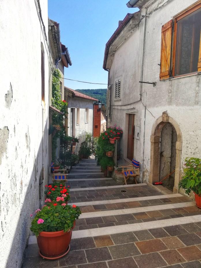 Vicoli-binachi-celle-di-san Vito