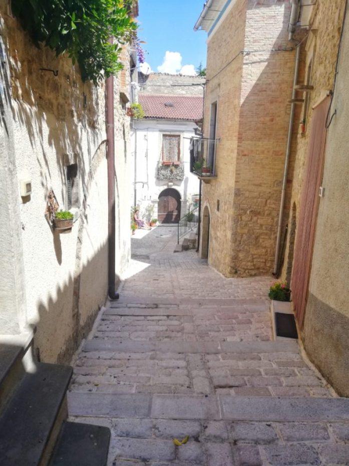 Bianco-tra-vicoli-di-Alberona