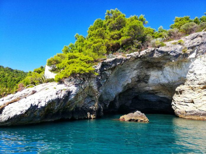 Vieste e le sue grotte nel parco del Gargano