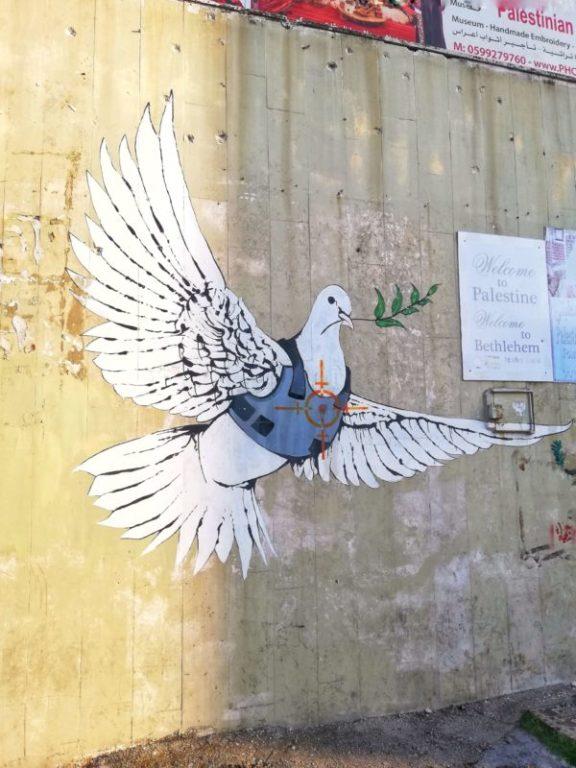 banksy la colomba della pace