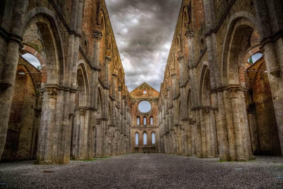 abbazia san galgano spada nella roccia