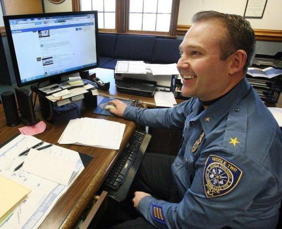 Wanted guy hunted down by police with the help of facebook - 1