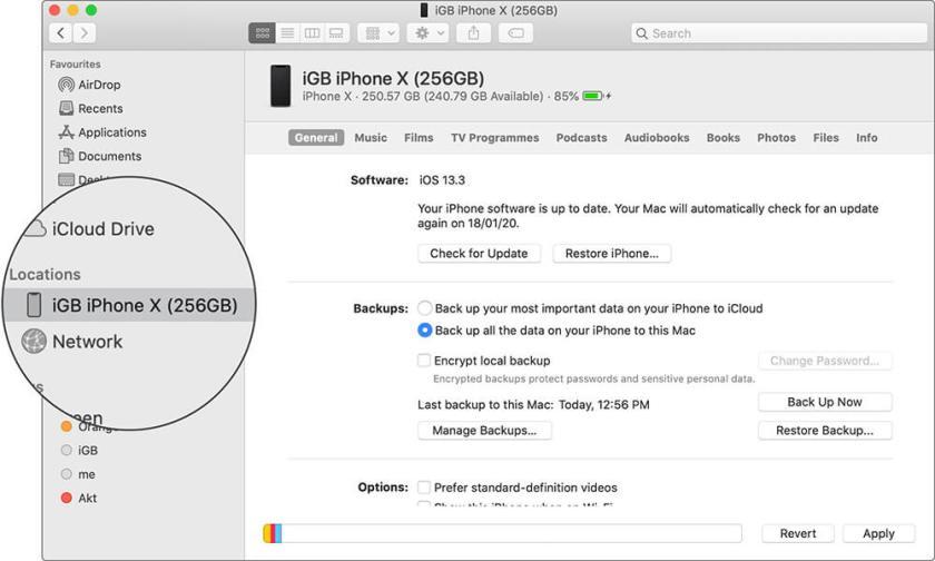 Нажмите на имя устройства в Mac Finder