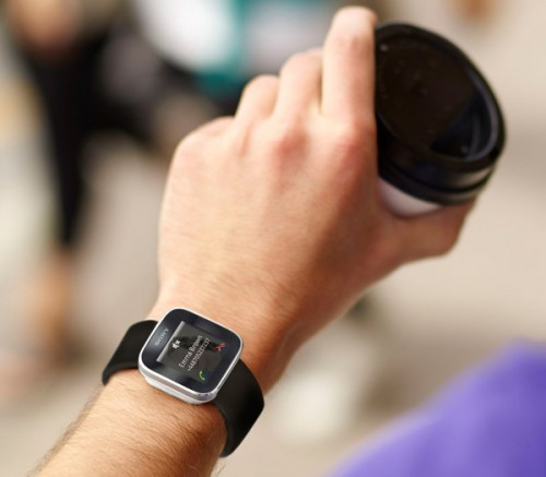Наручные часы Sony SmartWatch взаимодействуют с Android ...