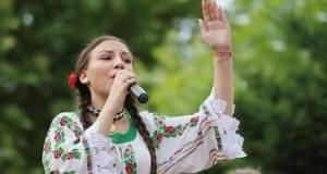 Adelina Tomulescu, din Rovinari, a câștigat Trofeul unui festival din Hunedoara