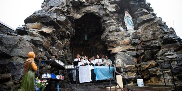 La Gruta de Lourdes…en el Bronx