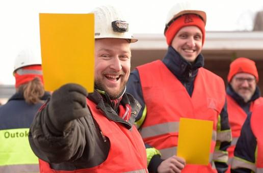 Stahl-Tarifrunde 2019 – Warnstreikende erhöhen Druck auf Arbeitgeber