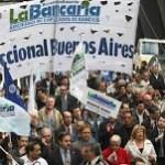 Bancarios van por un adelanto a cuenta de las paritarias 2014