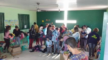 Atividade com crianças na Missão Areal