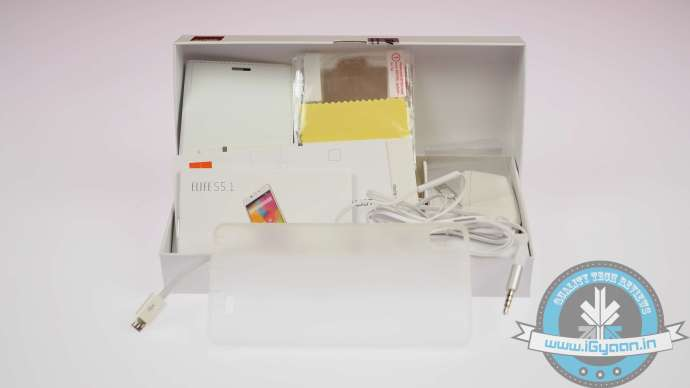 Gionee has filled the box to the brim with free goodies.