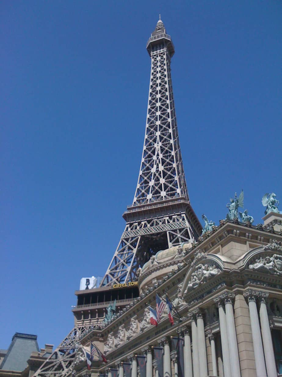 Las Vegas - Cheap Places to Travel in the Us - I heart frugal