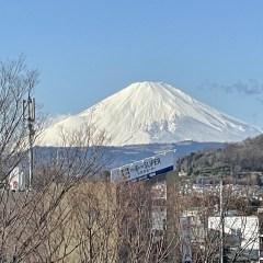 富士の高嶺に降る雪は…