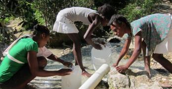 Acesso a água potável e saneamento básico num bom caminho