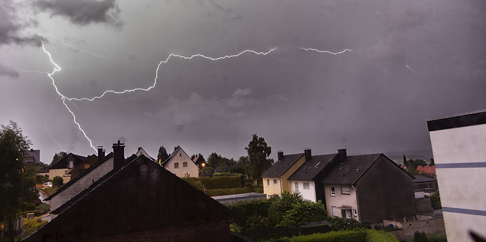 https www iii org article lightning safety 10 myths and the facts
