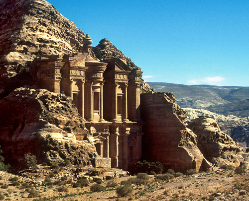 https://i1.wp.com/www.iipt.org/worldpeacetravel/images/lost-city-petra-jordan-big.jpg