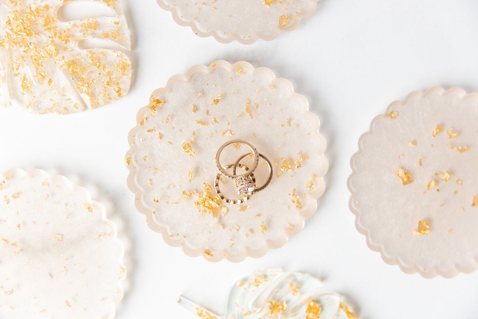 Rings in white and gold coasters