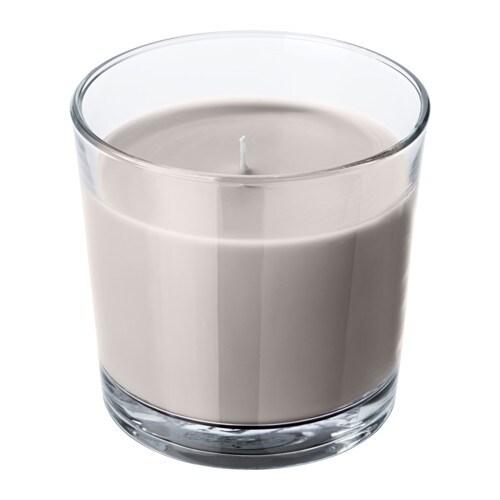 SINNLIG Duftkerze im Glas IKEA Durchgefärbt - behält daher während der gesamten Brennzeit die Farbe bei.