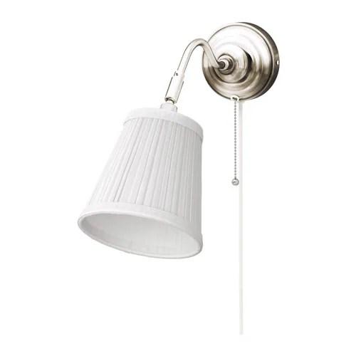 ÅRSTID Seinävalaisin IKEA Tekstiilivarjostin suodattaa valon kauniisti ja tuo kotiin viihtyisän tunnelman.