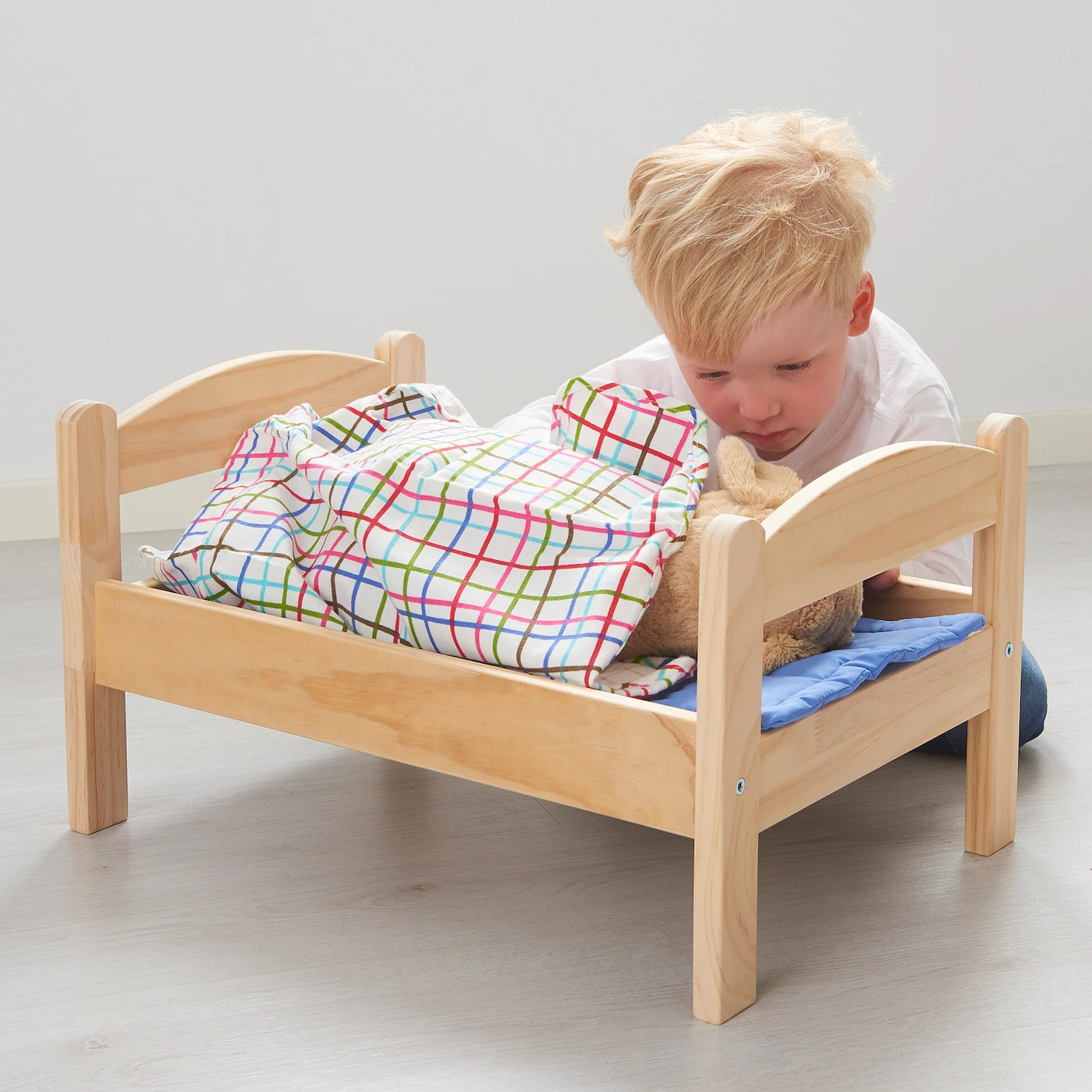 duktig doll s bed with bedlinen set pine multicolour