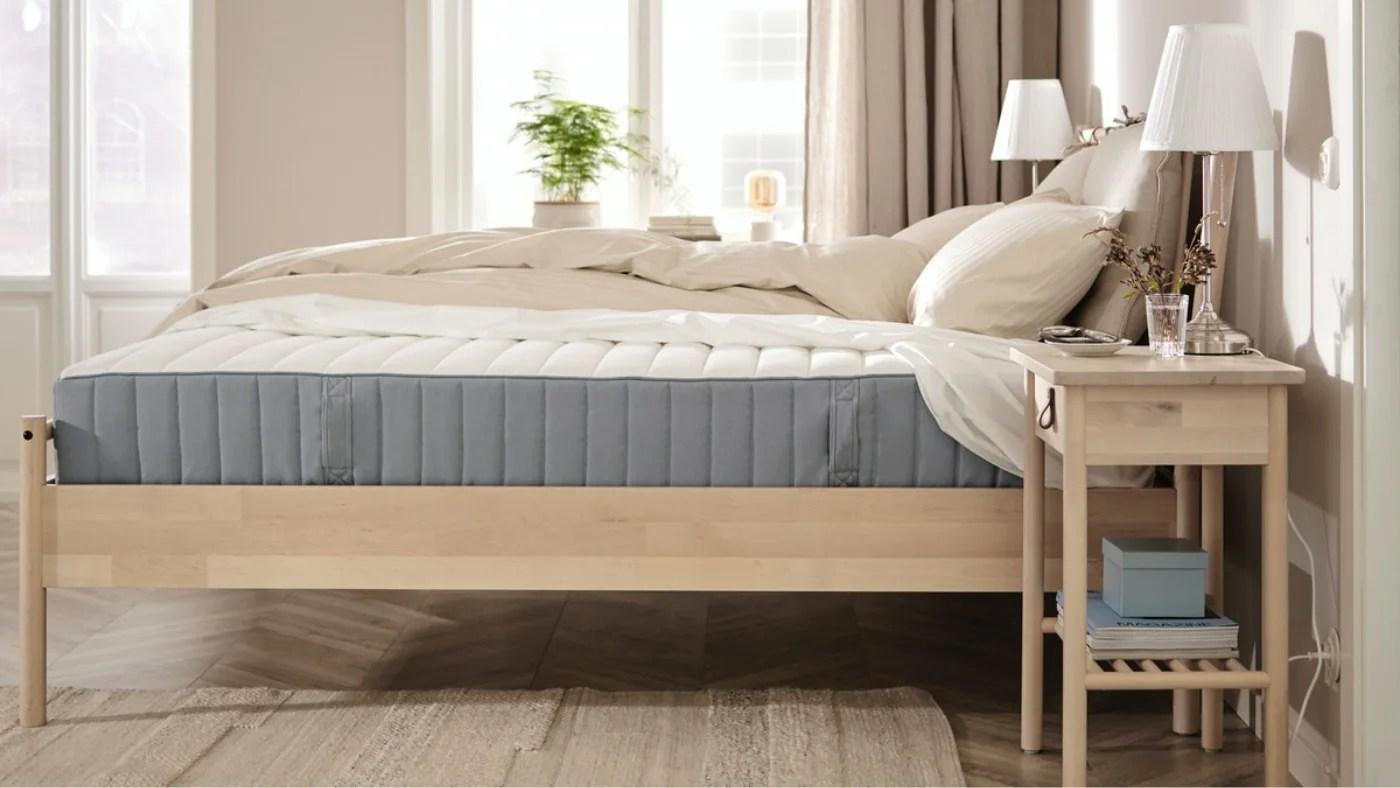 Meglio materasso a molle o schiuma? Materassi In Memory Foam O Schiuma E In Lattice Ikea It