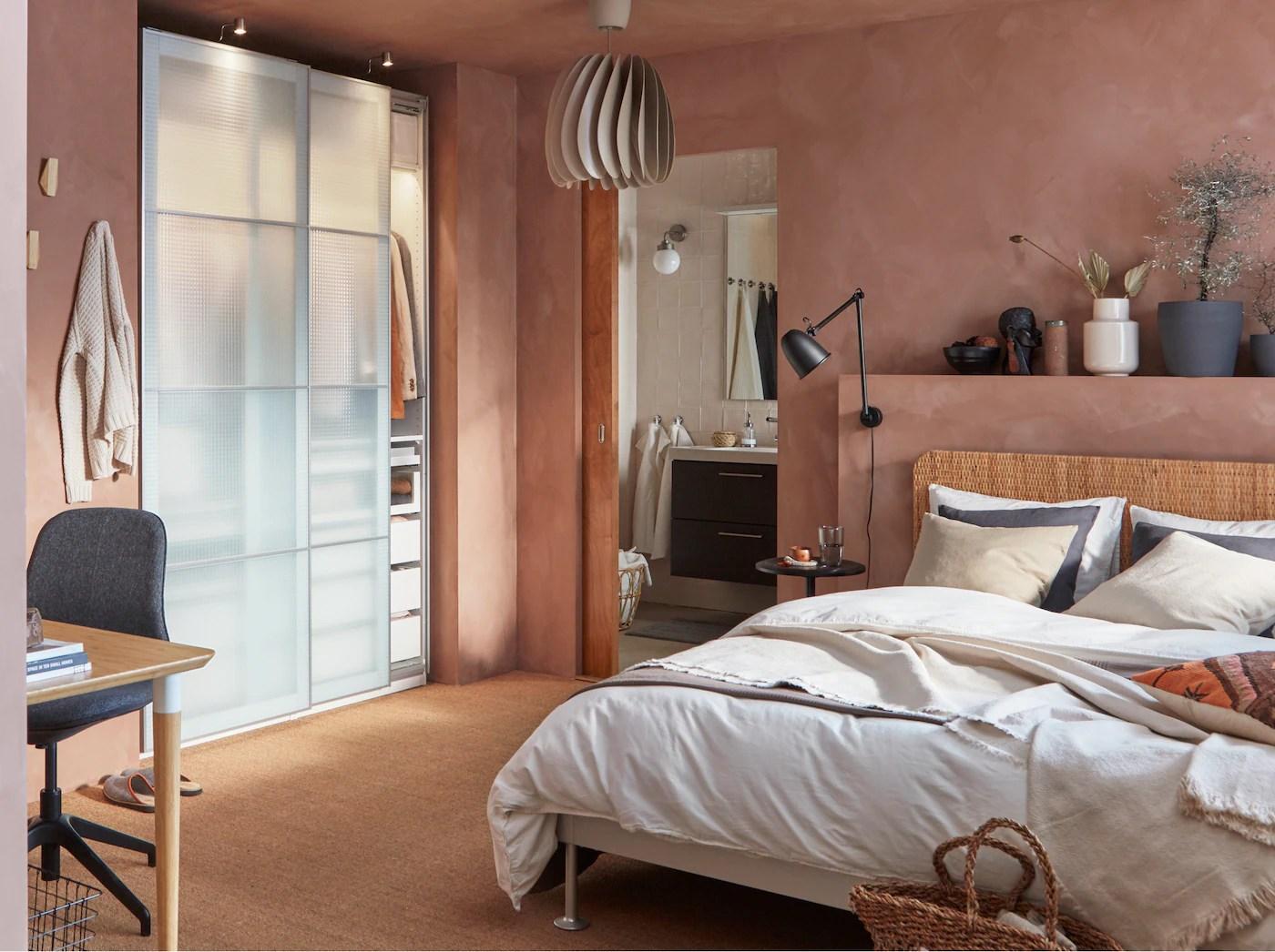 Soprattutto nei primi mesi il neonato viene tenuto in. A Bedroom With Pink Hues And Natural Materials Ikea