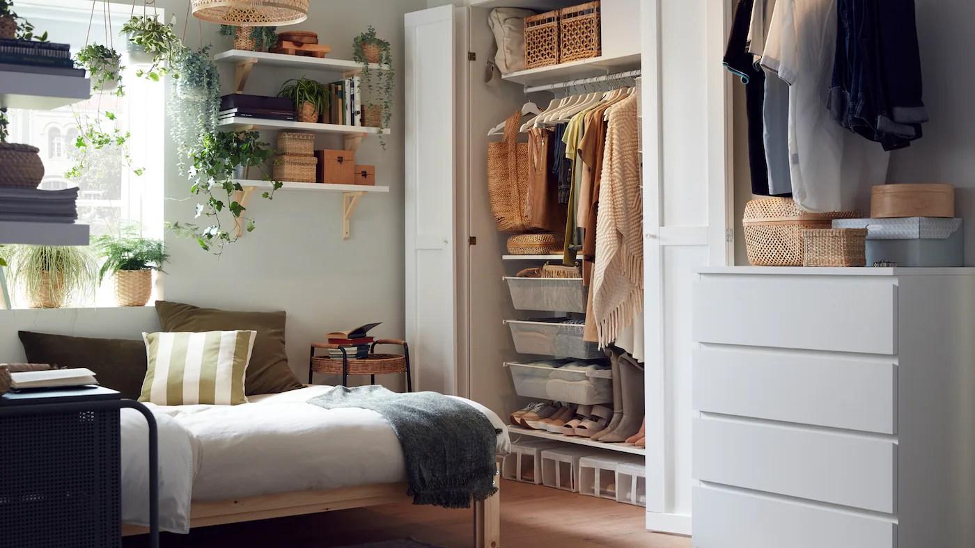 Una camera da letto piccola infatti può andare bene finché c'è solo il letto da inserire, ma dove mettere i vestiti e tutto il resto? Una Galleria Di Idee Per La Tua Camera Da Letto Ikea It