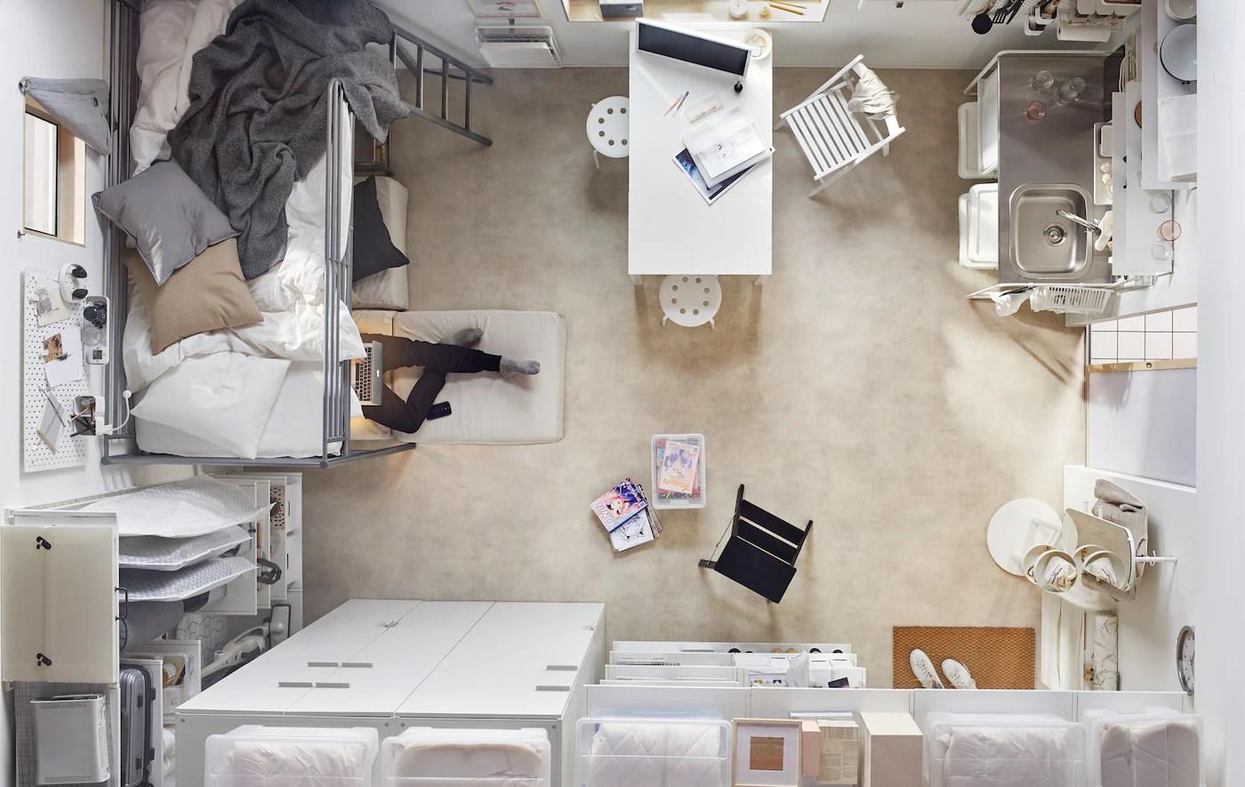 Il soggiorno gode invece dello spazio a tutta altezza. Tutto Cio Che Serve In 16 Mq Ikea Svizzera