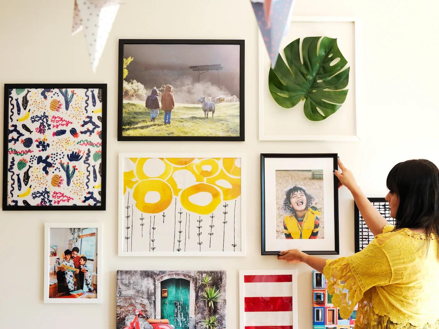 Disporre i quadri sopra un divano foto design mag. Cornici E Immagini Ikea It