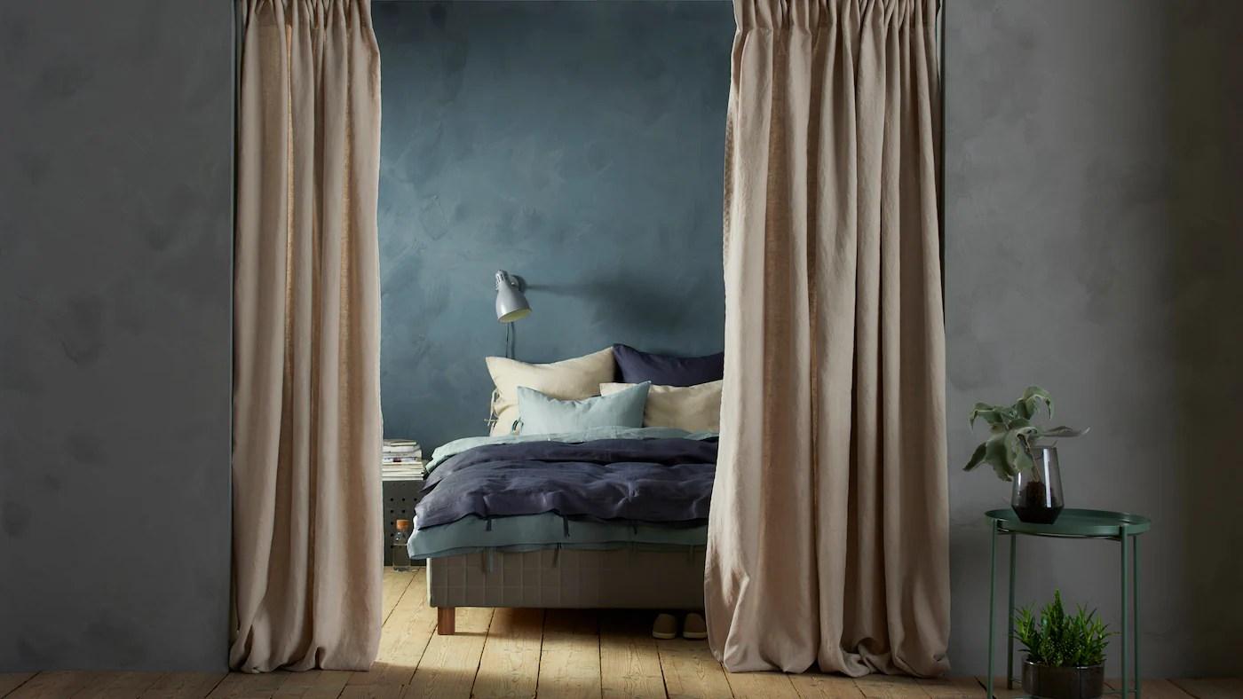 Potrete creare una perfetta parete scorrevole utilizzando le tende a pannello o, semplicemente sfruttando tessuti ed i diversi tipi di binari. Come Trasformare Le Tende In Un Divisorio Perfetto Ikea Svizzera