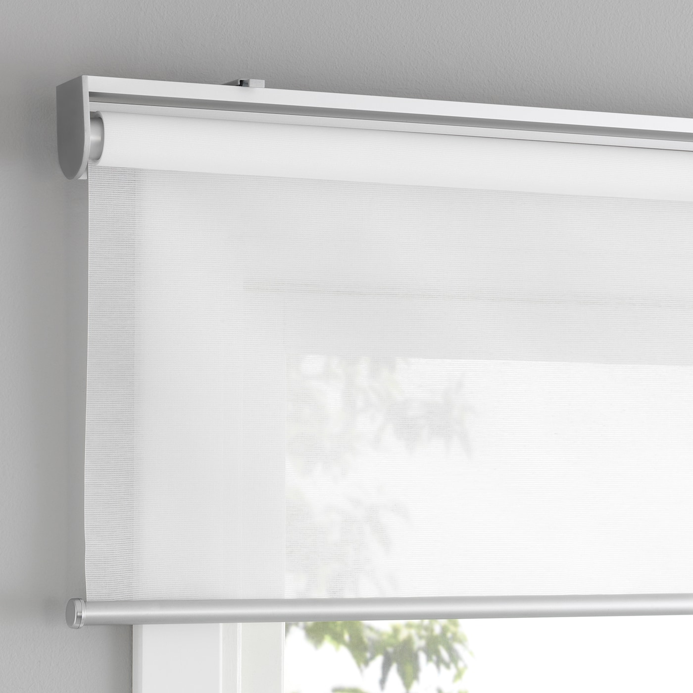 Room darkening curtains prevent most light from entering and provide privacy both day and night by blocking the view into the room from outside. Skogsklover Tenda A Rullo Bianco 60x195 Cm Ikea It