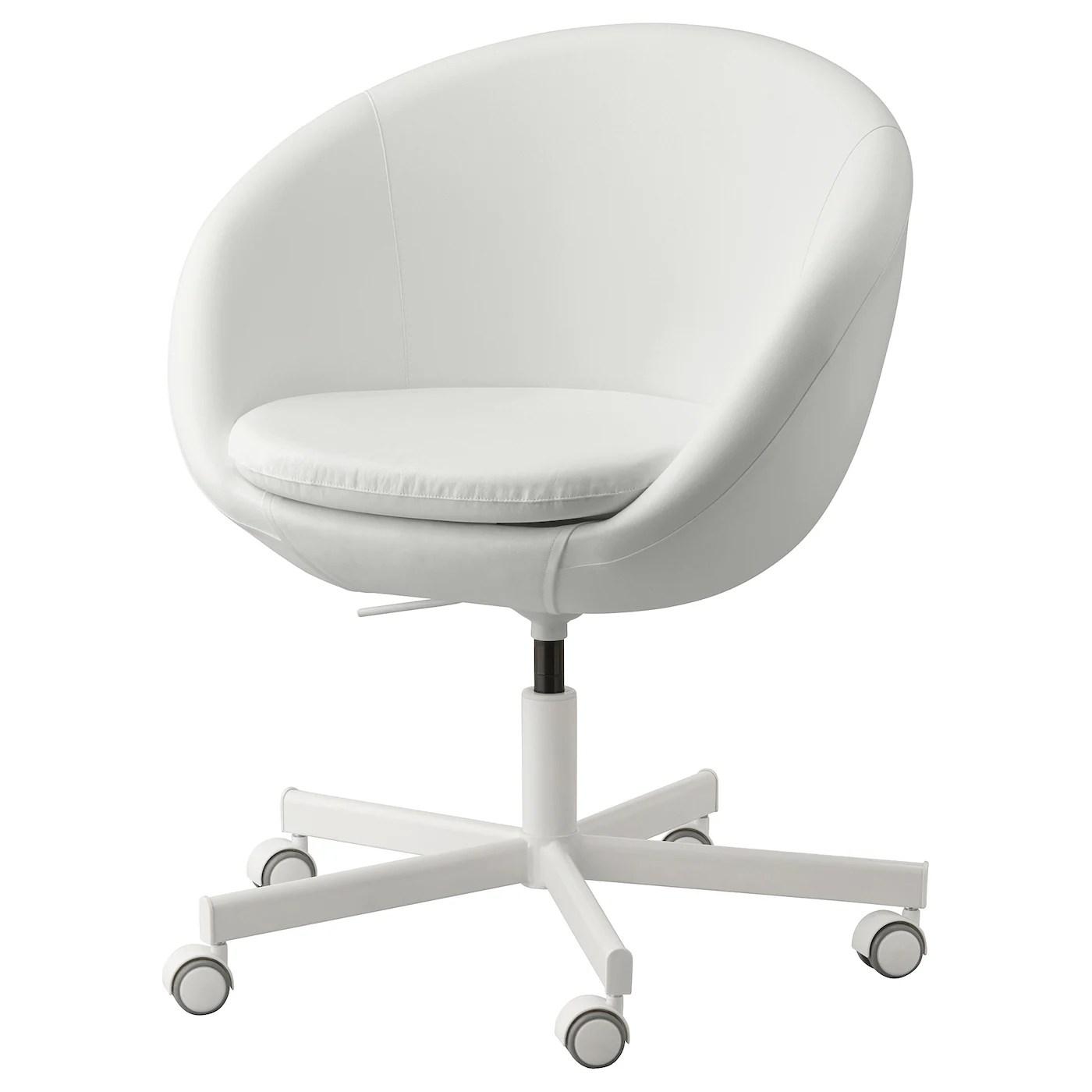 Veramente affascinante la versione di questa sedia da ufficio in pelle artificiale bianca. Skruvsta Sedia Girevole Ysane Bianco Ikea It