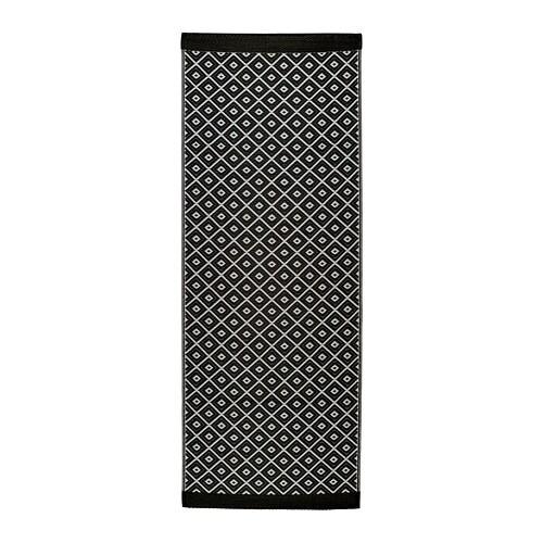 SOLRÖD Matta, slätvävd IKEA Den här mattan är perfekt att använda utomhus eftersom den är vattenavvisande och lätt att sköta.