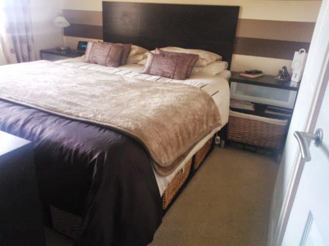 Stunning Besta Bed