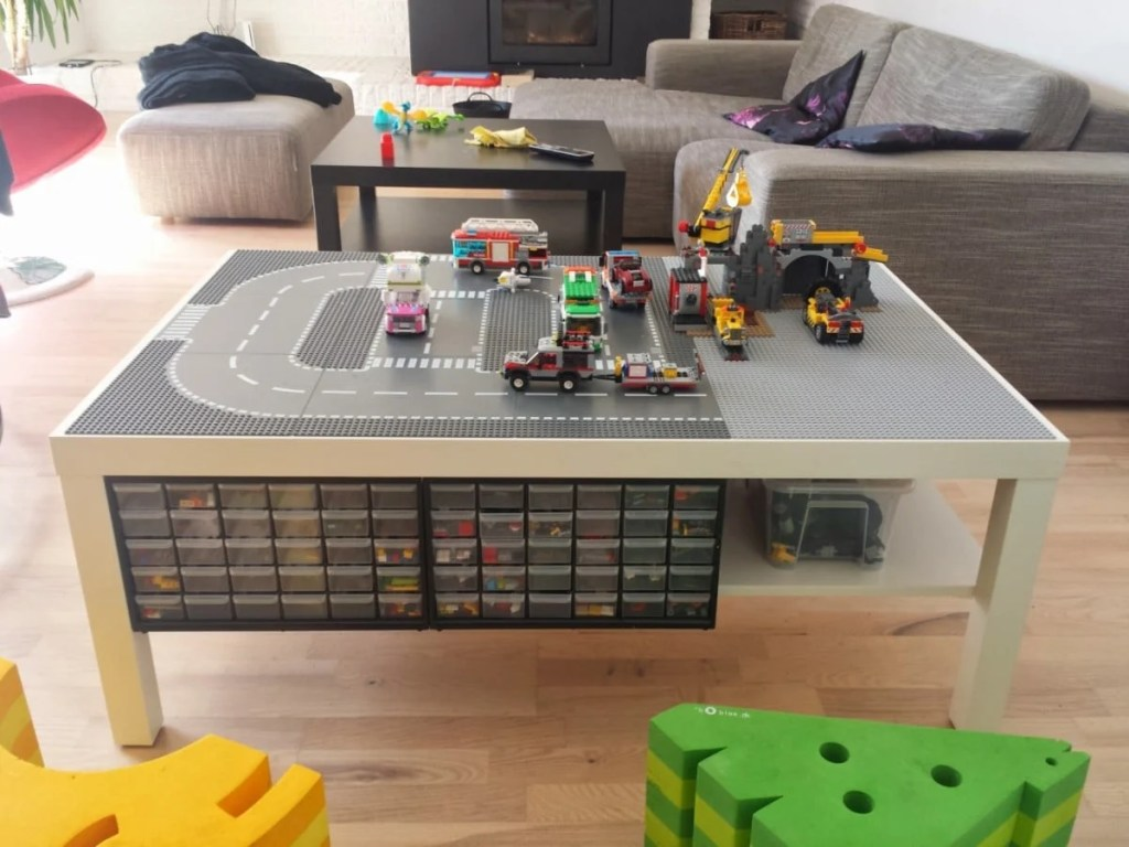 LEGO table with undertable storage