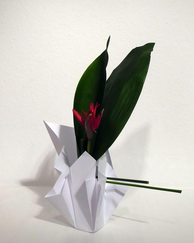 Ikebana-International Vienna Workshop: Ikebana in den Farben Weiß, Rot und Grün