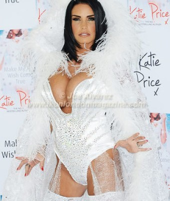 Katie Price at the Make My Wish Come True Book Launch © Joe Alvarez