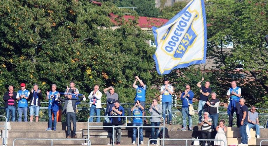 Supportar i bortamatchen mot Qviding på Vallhalla IP. FOTO: Susann Sannefjäll