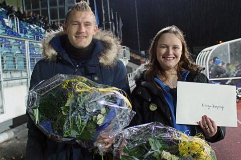 Två av pristagarna i årets spelare. Robin Jansson (årets senior) och Ulrika Jansson (årets grundenspelare). Saknas på bild gör Mohammed Omar (årets junior). FOTO: Susann Sannefjäll